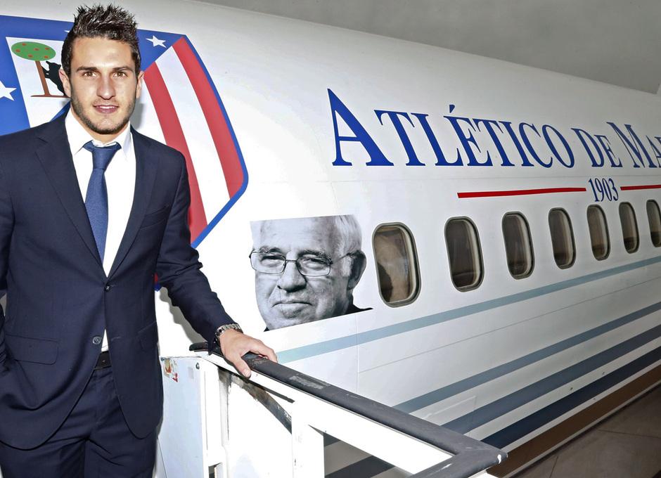 temporada 13/14. Llegada a Milan. Gabi Raúl Koke y Toby bajando del avión