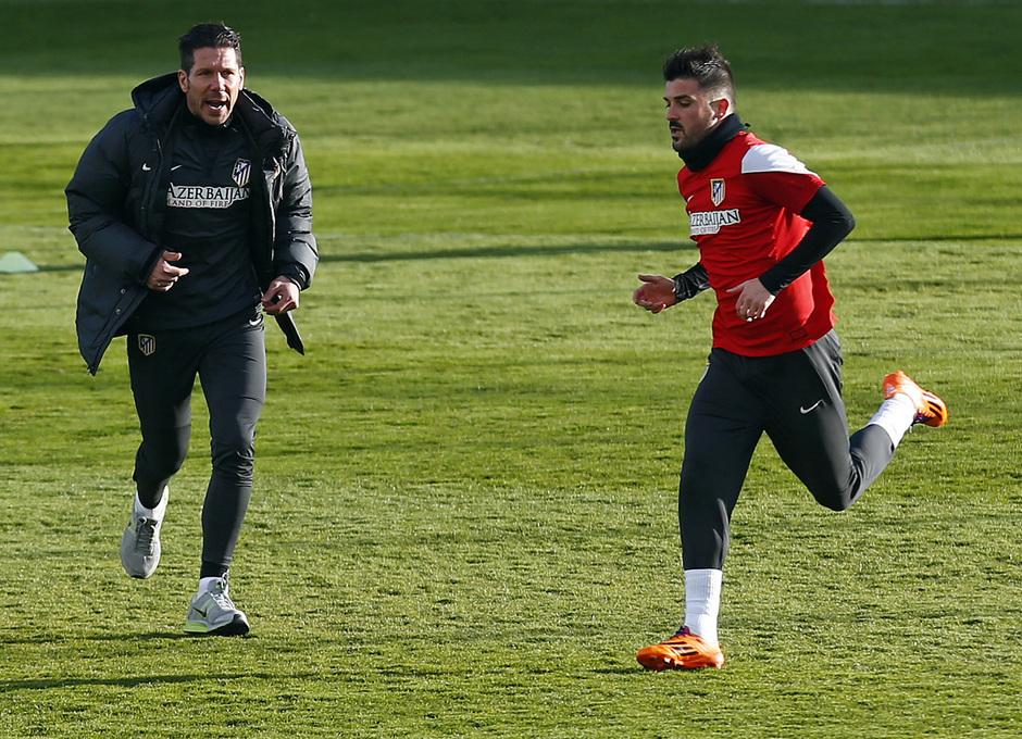 temporada 13/14. Entrenamiento en la Ciudad deportiva de Majadahonda. Villa con Simeone durante el entrenamiento