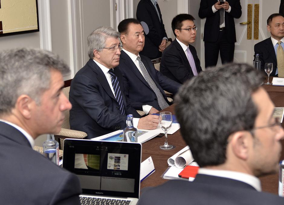 Visita del Presidente del Proyecto WANDA a las jóvenes promesas chinas en las instalaciones del Atlético