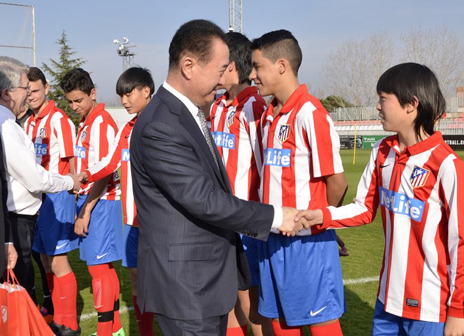 Visita del Presidente del Proyecto WANDA a las jóvenes