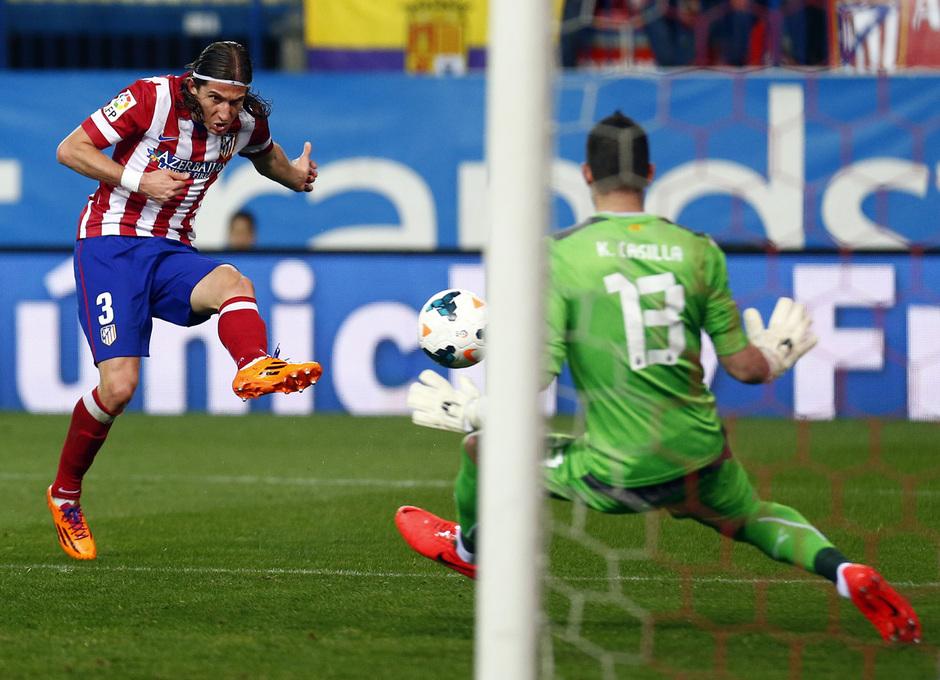 temporada 13/14. Partido Atlético de Madrid-Espanyol. Filipe disparando a puerta
