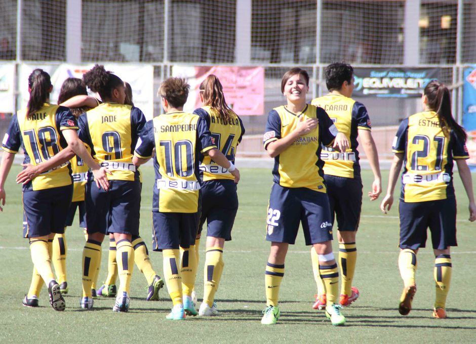 Temporada 2013-2014. Claudia celebrando el segundo gol ante el Levante Las Planas