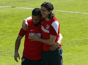 Temporada 13/14. Entrenamiento en la Ciudad Deportiva de Majadahonda. Filipe y Arda, abrazados.