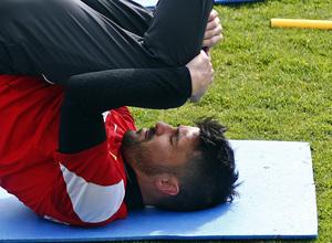 Temporada 13/14. Entrenamiento en la Ciudad Deportiva de Majadahonda. David Villa, concentrado en la sesión.