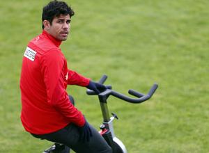 Temporada 13/14. Entrenamiento en la Ciudad Deportiva de Majadahonda. Diego Costa en la bicicleta estática.