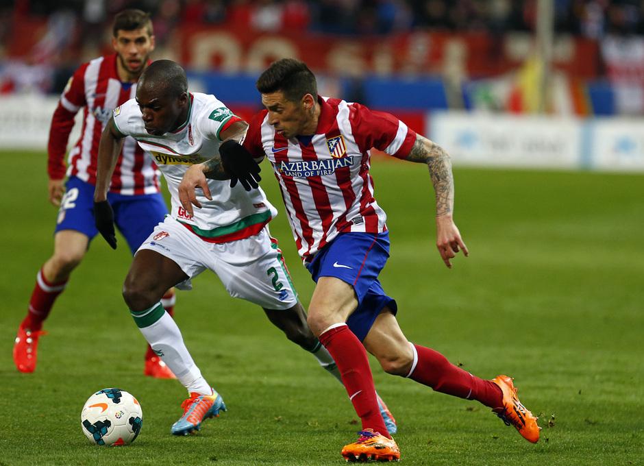 temporada 13/14. Partido Atlético de Madrid-Sevilla. Sosa con el balón