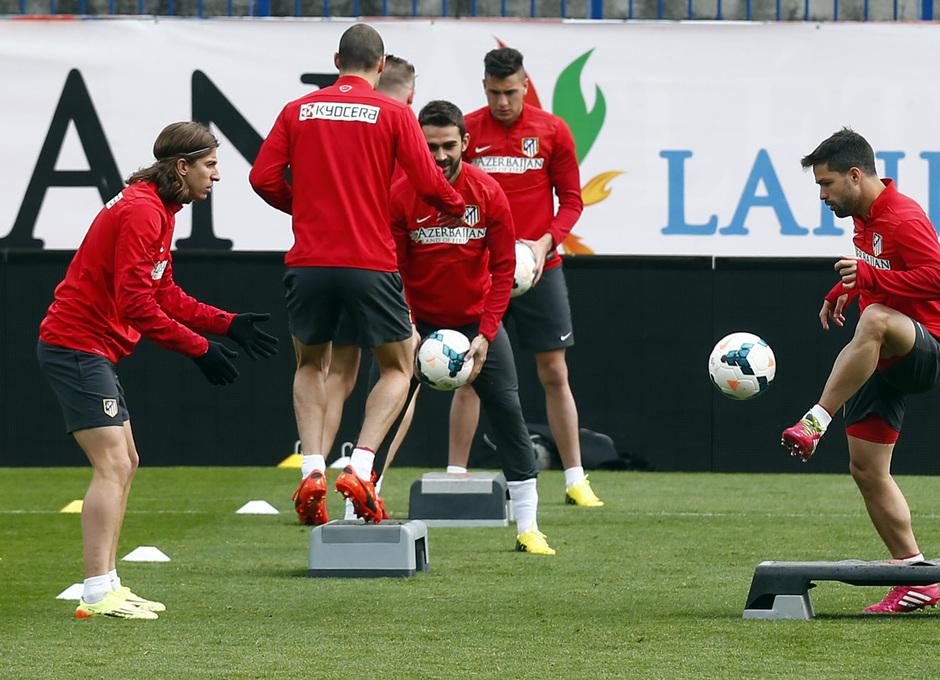 temporada 13/14. Entrenamiento en el estadio Vicente Calderón. Diego durante el entrenamiento