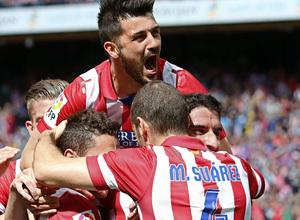 TEMPORADA 2013/2014. Atlético de Madrid-Villarreal. Raúl García celebrando el gol con los compañeros