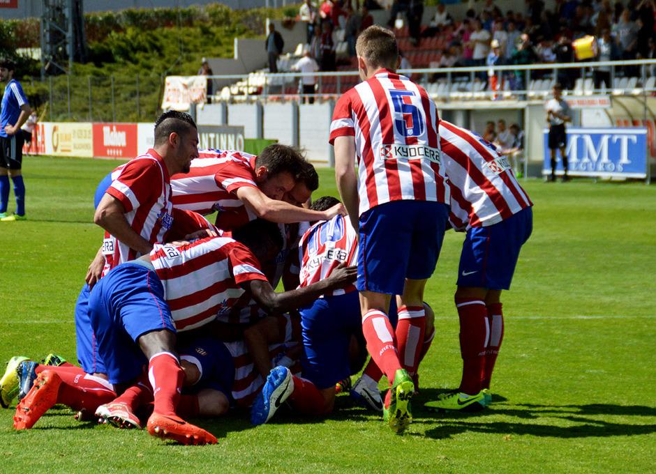 Los jugadores rojiblancos celebran uno de los goles conseguidos en la victoria (3-1) ante el Laudio