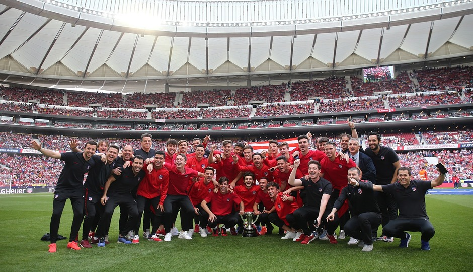 The 'Juvenil A' celebrating their Copa de Campeones win at the Wanda Metropolitano