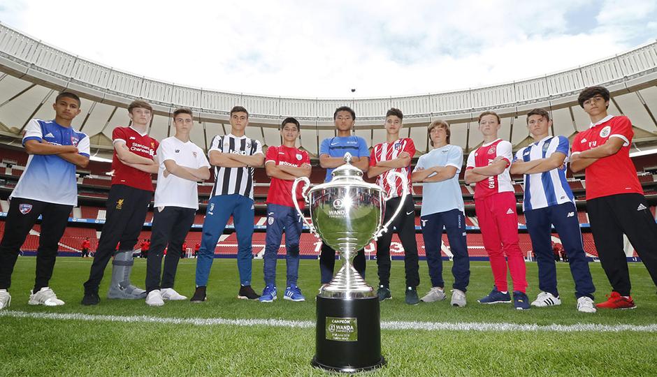 Los equipos de la Wanda Football Cup visitaron el Wanda Metropolitano