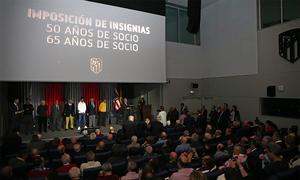 El club impuso las insignias de Oro y Oro y Brillantes a sus socios más antiguos