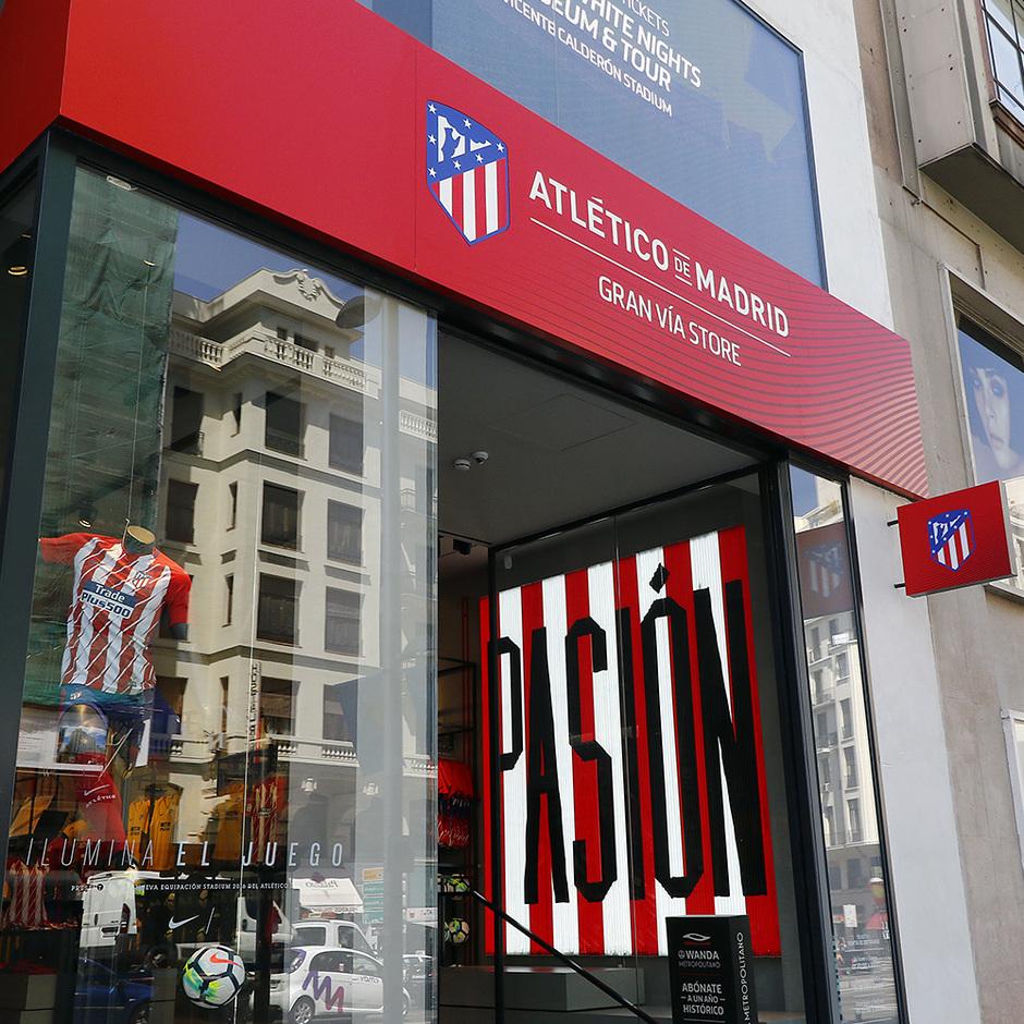 f0fffeb71 Make sure to check our store located in the center of Madrid. Gran Vía 47.    PHOTO  Alberto Molina