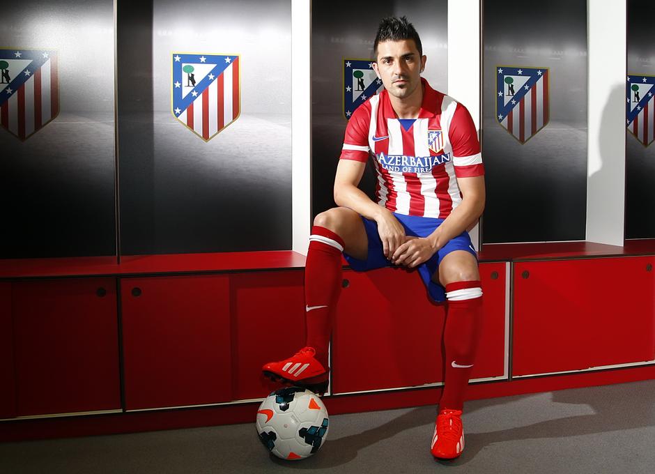 Villa ya luce la elástica del Atlético en el vestuario   Foto  Á.G. 8d64235ef