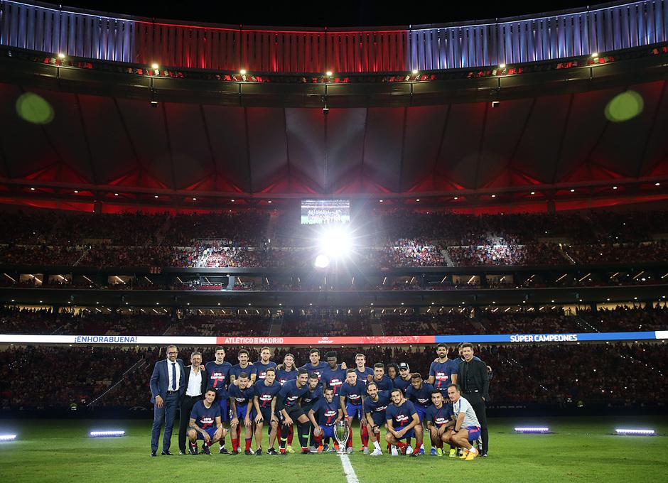 3b80d48b16 Después de imponerse por 1-0 al Rayo Vallecano en ese duelo, con gol de  Antoine Griezmann, nuestro equipo festejó la conquista de la Supercopa de  Europa.