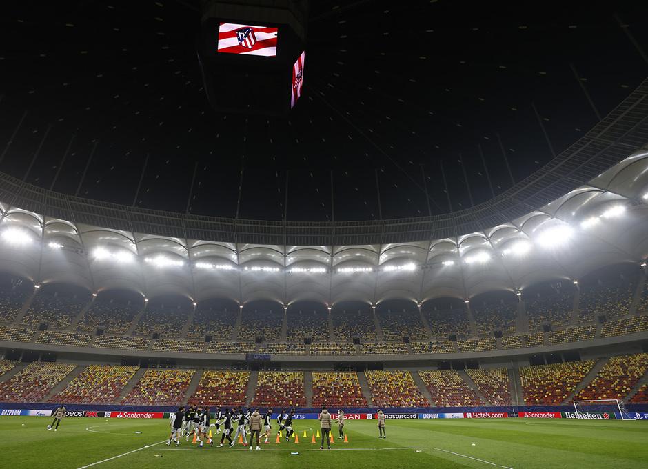El Atlético de Madrid se entrenó en el Arena de Bucarest.
